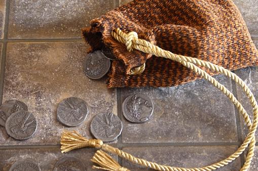 Selfishness「Cloth bag and silver coins」:スマホ壁紙(9)