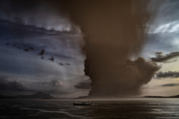 Philippines「Taal Volcano Erupts In The Philippines」:写真・画像(2)[壁紙.com]