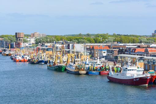 Ijmuiden「Fishing boats in the port, IJmuiden, North Holland, Netherlands」:スマホ壁紙(15)