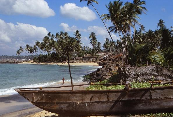 Sri Lanka「Fishing Boat In Village Of Hikkaduwa」:写真・画像(7)[壁紙.com]