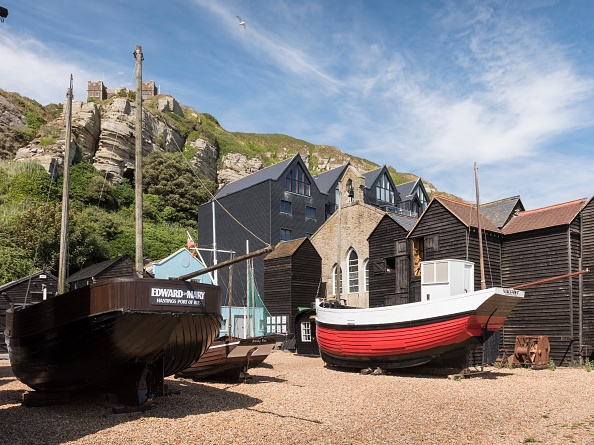 Water's Edge「Fishing Boats And Net Shops」:写真・画像(15)[壁紙.com]