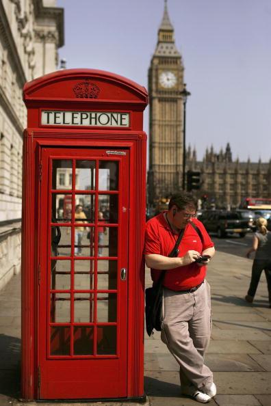 赤「Traditional Telecoms Services Under Threat From Voice Over IP」:写真・画像(12)[壁紙.com]