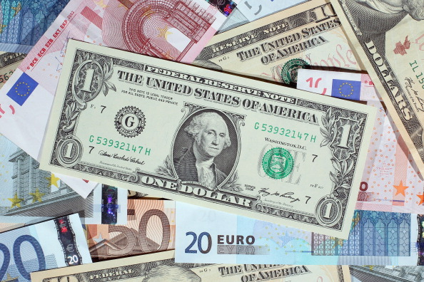 Currency「The Euro Comes Under Increasing Pressure」:写真・画像(4)[壁紙.com]