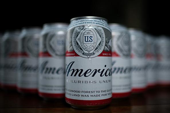USA「Budweiser Temporarily Renames Flagship Beer 'America'」:写真・画像(12)[壁紙.com]