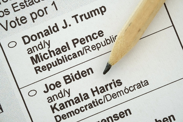 Voting Ballot「U.S. Citizens Abroad Receive Ballots For 2020 Presidential Election」:写真・画像(2)[壁紙.com]