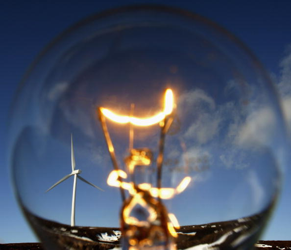 Light Bulb「Scottish Windfarm Starts Producing Electricity」:写真・画像(1)[壁紙.com]