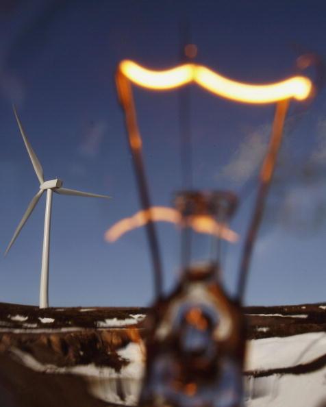 Light Bulb「Scottish Windfarm Starts Producing Electricity」:写真・画像(3)[壁紙.com]