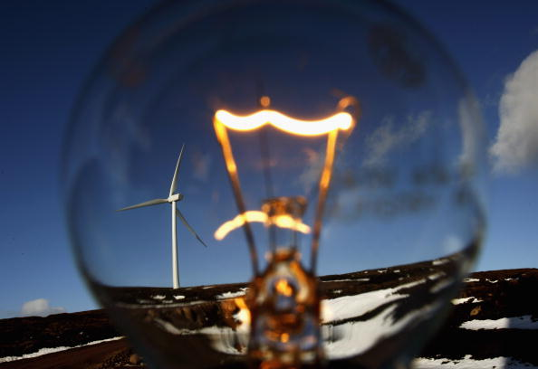 Light Bulb「Scottish Windfarm Starts Producing Electricity」:写真・画像(0)[壁紙.com]