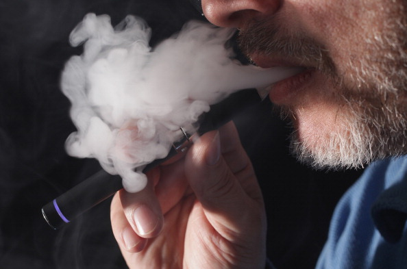 Cigarette「Electronic Cigarette Retailers Face Legislative Setback」:写真・画像(8)[壁紙.com]