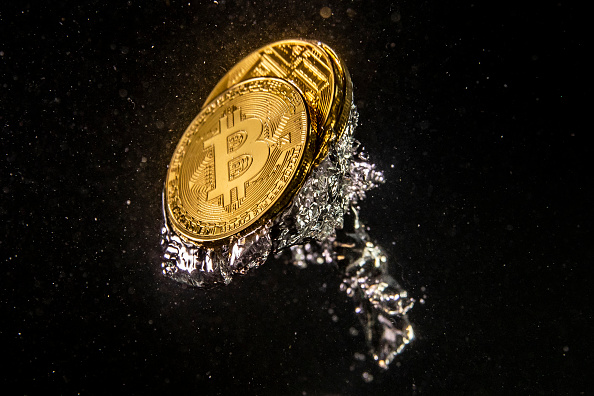 Bitcoin「Price Of Bitcoin Sinks As Cryptocurrency Sell-off Continues」:写真・画像(12)[壁紙.com]