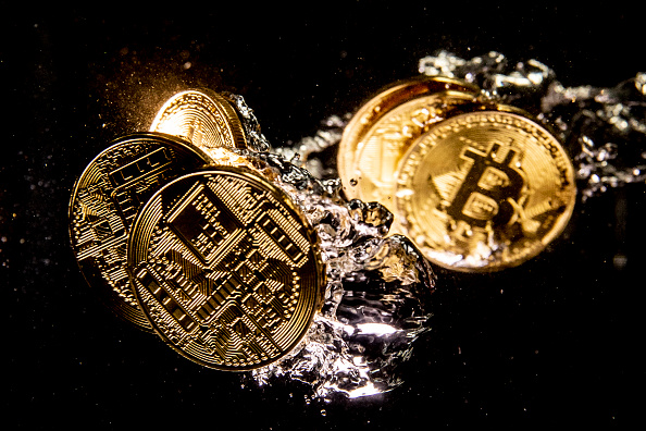 Bitcoin「Price Of Bitcoin Sinks As Cryptocurrency Sell-off Continues」:写真・画像(14)[壁紙.com]