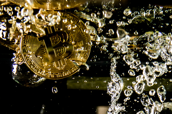 Bitcoin「Price Of Bitcoin Sinks As Cryptocurrency Sell-off Continues」:写真・画像(10)[壁紙.com]