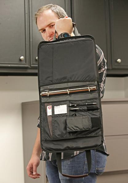 Bulletproof「Utah Company Makes Bullet Proof Backpacks And Notebooks」:写真・画像(3)[壁紙.com]