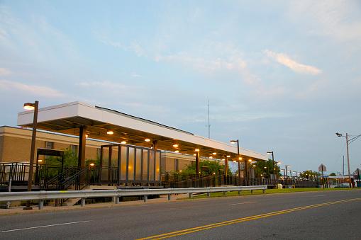 ニュージャージー州 ジャージー・ショア「Train station at dusk, Asbury Park, NJ」:スマホ壁紙(14)