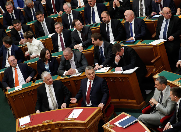 Hungarian Parliament Building「New Hungarian Government Formed At Parliament, Protesters Demonstrate Outside」:写真・画像(12)[壁紙.com]