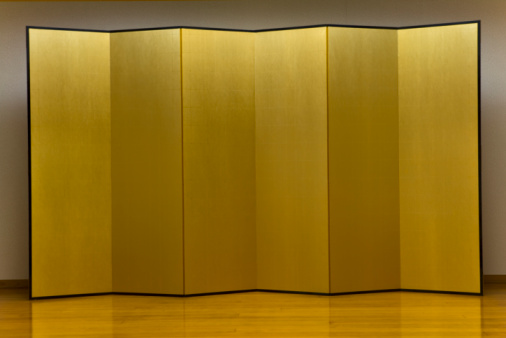 Japanese Culture「Gold Folding Screen Standing at a Stage」:スマホ壁紙(14)