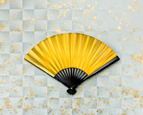 うちわ「Gold folding fan on silver Japanese paper」:スマホ壁紙(8)