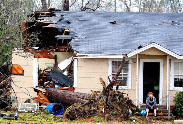 Mississippi「Large Tornado Causes Widespread Damage In Mississippi」:写真・画像(11)[壁紙.com]