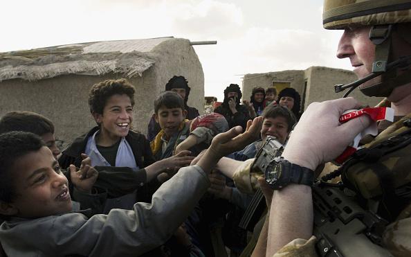 Focus On Foreground「British Troops Patrol Ammarah」:写真・画像(17)[壁紙.com]