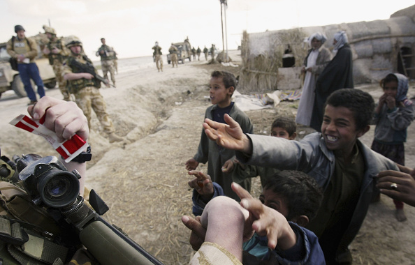 Focus On Foreground「British Troops Patrol Ammarah」:写真・画像(16)[壁紙.com]