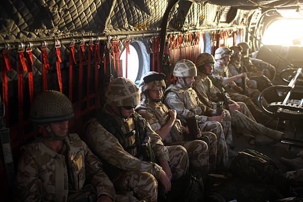 British Paratroopers Between Operations In Kandahar:ニュース(壁紙.com)