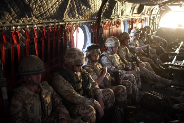 CH-47 Chinook「British Paratroopers Between Operations In Kandahar」:写真・画像(16)[壁紙.com]