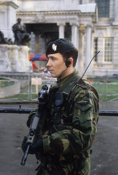 Kaveh Kazemi「On Guard In Belfast」:写真・画像(6)[壁紙.com]