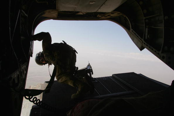CH-47 Chinook「British And Afghan Forces Battle Taliban In Helmand Province」:写真・画像(5)[壁紙.com]