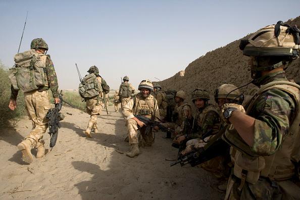 Marco Di Lauro「British Troops Use Desert Bases To Suppress Taliban Insurgents」:写真・画像(12)[壁紙.com]