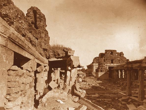 Architectural Feature「Ruins At Hampi」:写真・画像(9)[壁紙.com]
