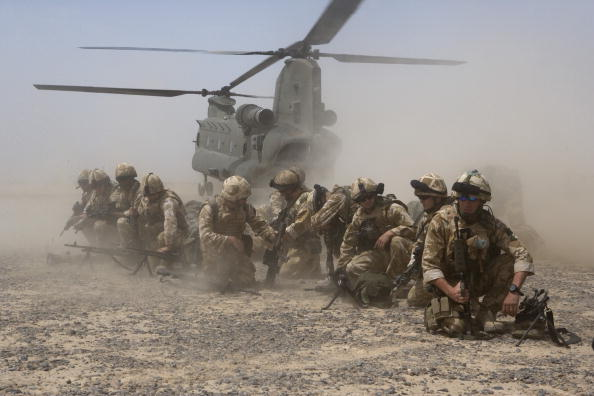 Marco Di Lauro「British Troops Use Desert Bases To Suppress Taliban Insurgents」:写真・画像(14)[壁紙.com]