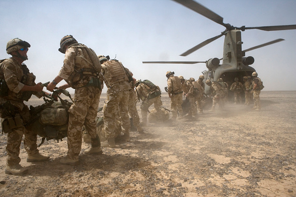 Marco Di Lauro「British Troops Use Desert Bases To Suppress Taliban Insurgents」:写真・画像(1)[壁紙.com]