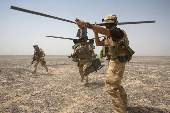 Marco Di Lauro「British Troops Use Desert Bases To Suppress Taliban Insurgents」:写真・画像(18)[壁紙.com]