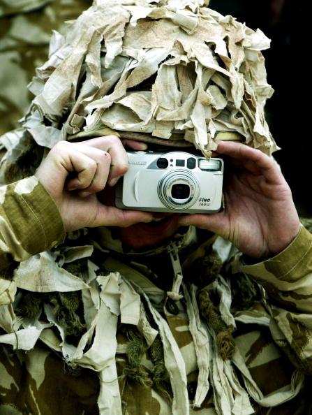 Beret「British General Sir Mike Jackson Visits UK Troops In Kuwait 」:写真・画像(2)[壁紙.com]