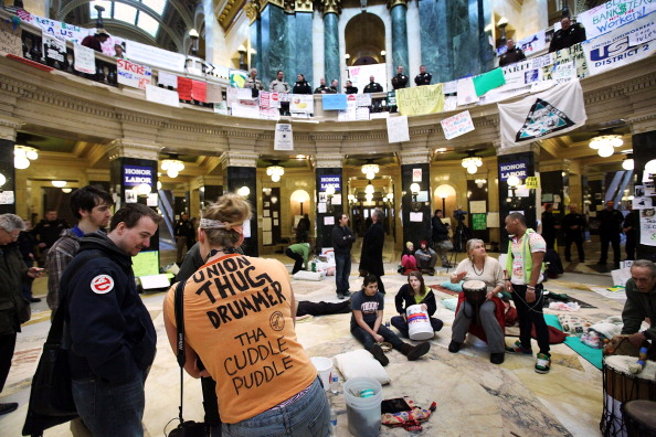 Madison - Wisconsin「Protests Continue As Wisconsin Budget Impasse Drags On」:写真・画像(15)[壁紙.com]