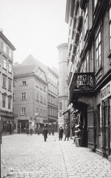 Footpath「On The Karmeliterplatz In The 2Nd Viennese District. Austria. Photograph. About 1910.」:写真・画像(14)[壁紙.com]
