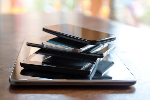 Mobile Phone「Stack of digital tablets and smartphones, close-up」:スマホ壁紙(15)