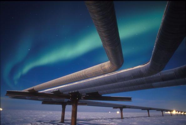 Crude Oil「Northern Lights Glow Over Alaskan Pipeline」:写真・画像(17)[壁紙.com]