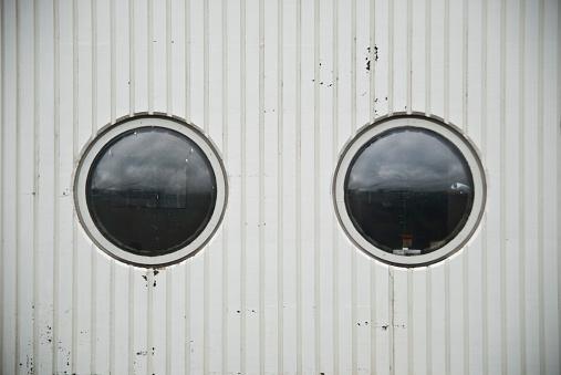 Porthole「Porthole-Style Windows on Side of Building」:スマホ壁紙(14)