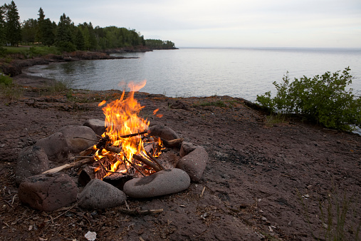 Great Lakes「Campfire on the shores of Lake Superior」:スマホ壁紙(12)