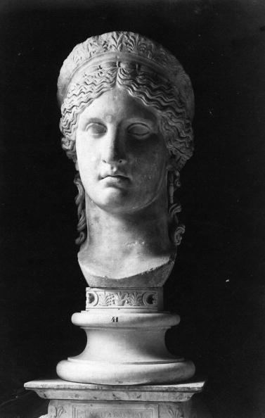 Spencer Arnold Collection「Empress Faustina」:写真・画像(4)[壁紙.com]
