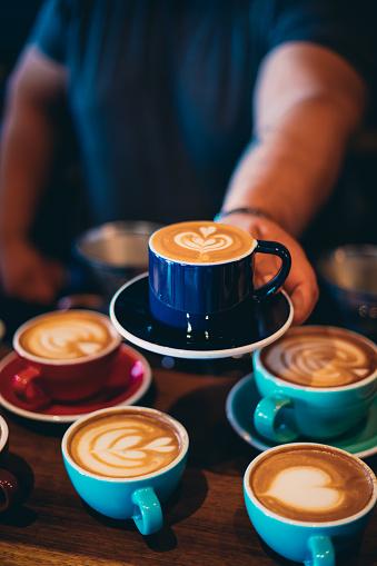 Unrecognizable Person「Barista serving coffee」:スマホ壁紙(8)