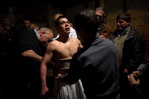 David Ramos「Penitents Celebrate Holy Week In Valverde De La Vera On Jueves Santo」:写真・画像(4)[壁紙.com]