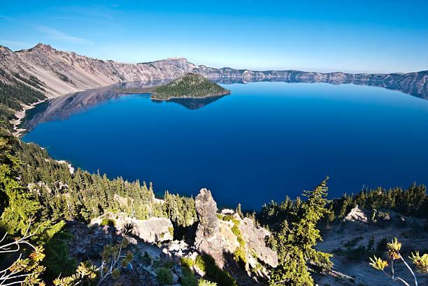 Crater Lake and Wizard Island:スマホ壁紙(壁紙.com)
