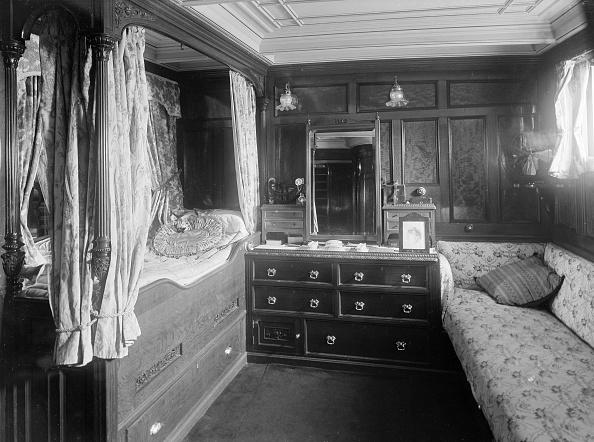 船・ヨット「The Owners Cabin On Steam Yacht Venetia 1」:写真・画像(9)[壁紙.com]