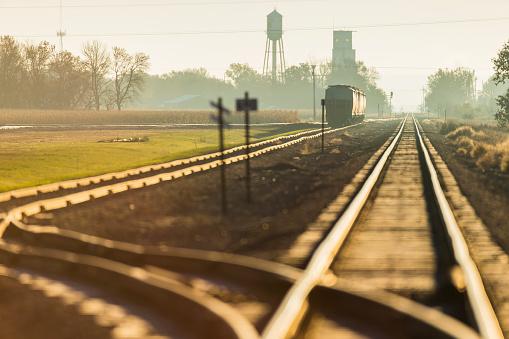 鉄道・列車「Morning light on railroad tracks near Groton」:スマホ壁紙(7)