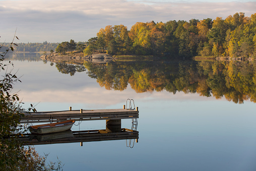 Scandinavia「Morning light at the lake boat and jetty landscape」:スマホ壁紙(8)