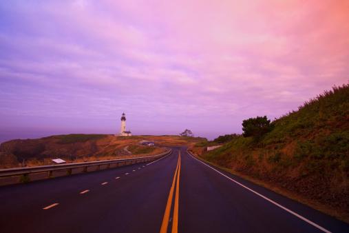 夕焼け 海「Morning Light Over Yaquina Head Lighthouse And The Highway」:スマホ壁紙(13)
