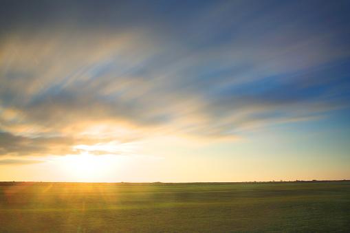 Dawn「Morning light on a field」:スマホ壁紙(17)