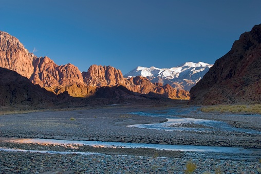 Mount Aconcagua「Morning light in the valley of the andes of argentina, mendoza, argentina」:スマホ壁紙(7)